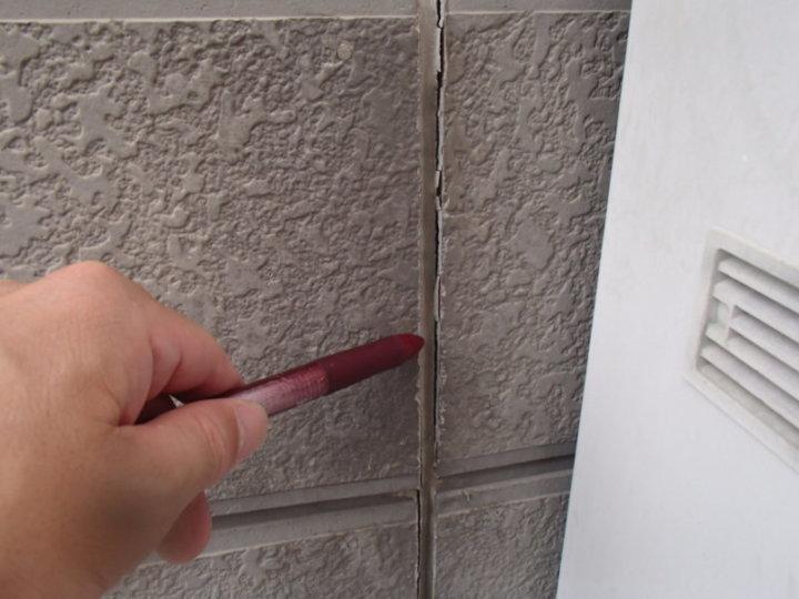 施工前 外壁ひび割れ