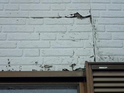 シーリングの防水機能低下による窯業系サイディングの漏水による外壁劣化状況。浜松市外壁塗装屋根専門店の加藤塗装