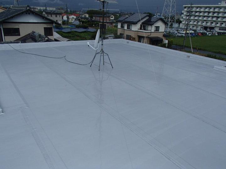 浜松市南区西島町にて屋上シート防水の長寿命化のために保護トップコートの塗装完了。|浜松市外壁塗装屋根専門店の加藤塗装