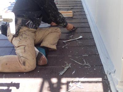 絶対にやってはいけないDIY修理 補修 スレート屋根 カラーベスト シーリングで埋める カッターで削る
