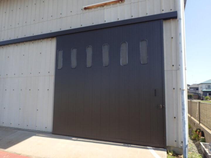 倉庫扉塗装完成