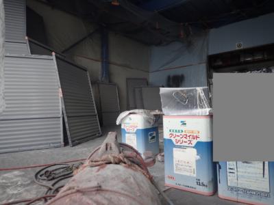 倉庫空気掃除機 倉庫で塗装作業 外壁塗装の事なら浜松塗装専門店|加藤塗装 雨戸戸袋 飛散塗料