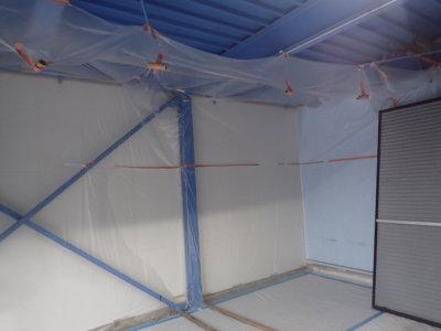 梅雨 梅雨 倉庫で塗装 雨戸戸袋ケレン作業 浜松塗装専門店|加藤塗装 ケレン養生