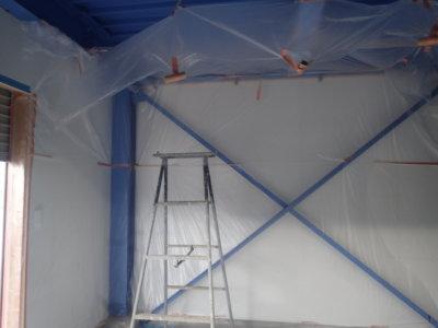 梅雨 梅雨 倉庫で塗装 雨戸戸袋ケレン作業 浜松塗装専門店|加藤塗装 ケレン養生下処理