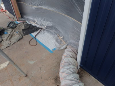 空気掃除機 倉庫で塗装作業 外壁塗装の事なら浜松塗装専門店|加藤塗装 雨戸戸袋