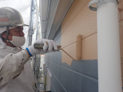 中塗り塗装 エスケー化研 水性セラミシリコン 外壁塗装の事なら浜松塗装専門店|加藤塗装