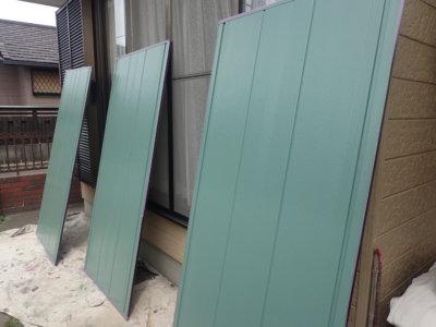 常識にとらわれない色の発想!雨戸は自分の好きな色に決定!外壁塗装の事なら浜松塗装専門店 加藤塗装 雨戸寒色系