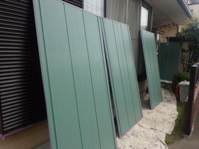 常識にとらわれない色の発想!雨戸は自分の好きな色に決定!外壁塗装の事なら浜松塗装専門店 加藤塗装 雨戸寒色系 クリーンマイルドシリコン