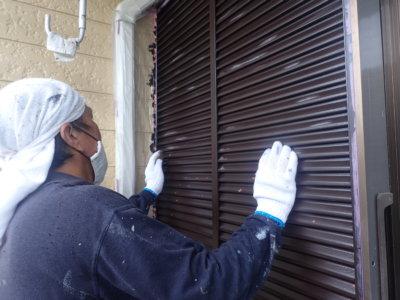 常識にとらわれない色の発想!雨戸は自分の好きな色に決定!外壁塗装の事なら浜松塗装専門店|加藤塗装