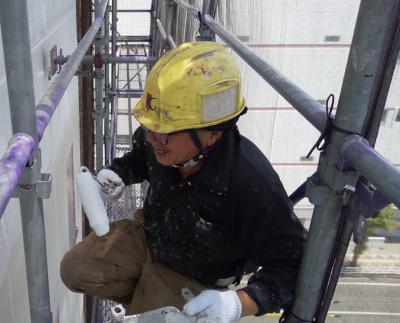 職人スマイル頂きました♪掃除ロープアクセス 外壁タイル補修工事 外壁塗装の事なら浜松塗装専門店 加藤塗装東横インホテルパネルシーリング改修工事高層ビル