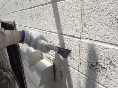 浜松市西区篠原町Hさま邸塗装工事劣化塗膜が割れるケレン作業