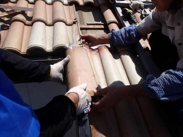 屋根補修工事中