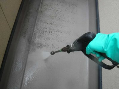 ベランダの汚れ 高圧洗浄 外壁塗装の事なら浜松塗装専門店|加藤塗装 掃除 外壁塗装の前にする事 業務用