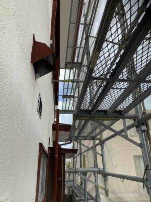 浜松市東区長鶴町塗装工事始まりました加藤塗装足場架設袋小路道が狭い令和二年