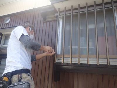 遠州浜平屋一戸建て住宅外壁塗装加藤塗装窓の格子取り付け