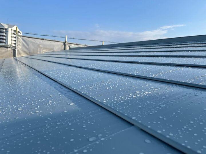 ガルバリウム鋼板 雨 塗装 外壁塗装の事なら浜松塗装専門店|加藤塗装 はじく ルーフスターsi