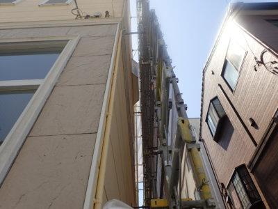 狭所 足場架設 設置 外壁塗装の事なら浜松塗装専門店|加藤塗装 幅60センチ以下 ブロック塀