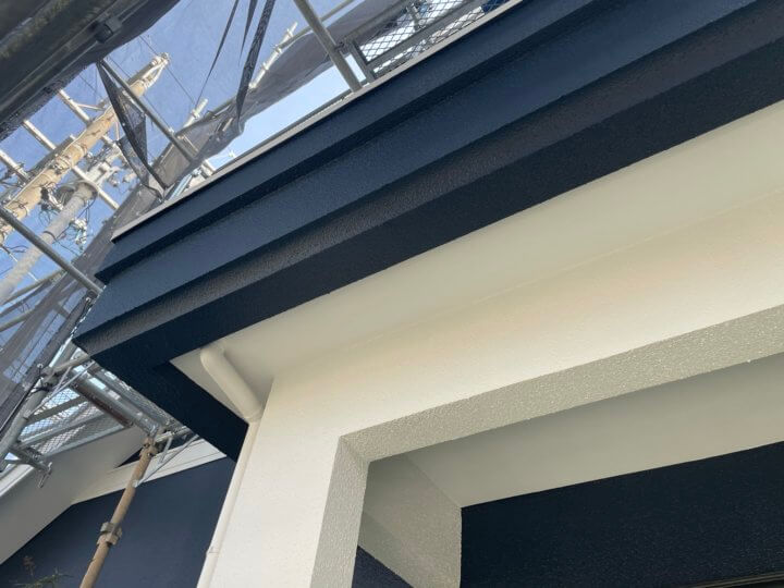 玄関軒天塗装完成