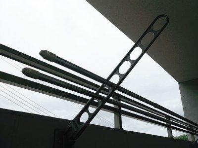 雨の日の塗装工事 外壁塗装の事なら浜松塗装専門店|加藤塗装 物干し竿 付帯部 錆止め 塗替え出来る