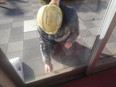 塗装職人ひみつ道具 外壁塗装の事なら浜松塗装専門店 加藤塗装 テーププライマー 3M 移動式足場 滑車が付いている 浜松駅南ショールーム コロナ対策