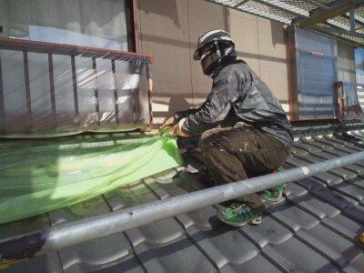 浜松市南区西島町 施工事例 養生作業 強風 恐怖 遠州のからっ風 外壁塗装の事なら浜松塗装専門店|加藤塗装 純和風住宅 瓦 漆喰改修