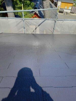 アステックペイント スーパーシャネツサーモsi カラーベスト スレート屋根 コロニアル 外壁塗装の事なら浜松塗装専門店|加藤塗装 雨樋に落ち葉が詰まる 雨が流れない 高圧洗浄 キャンペーン中 在庫処分 タスペーサー 雨漏りの原因 水切り サーモテックシーラー遮熱下塗り キャビアブラウン 施工事例