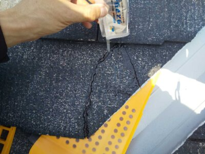 スレート屋根ひび割れ タスマジック 施工事例 外壁塗装の事なら浜松塗装専門店|加藤塗装 経年劣化 台風被害 直し方 接着剤 カラーベスト コロニアル 浸透していく 時間 どのくらいかかる ガラスのような表面 補修費用 価格 安い 格安 無料 修理 大工 屋根補修