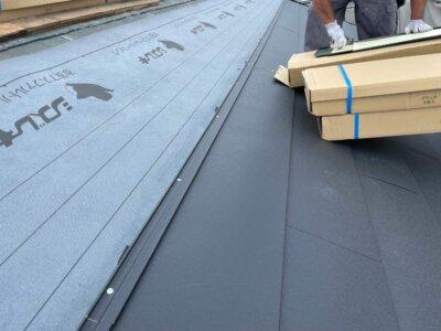 MFシルキー 屋根カバー工法 断熱 遮熱 ガルバリウム鋼板 硬質ウレタン 一体型 費用 外壁塗装の事なら浜松塗装専門店|加藤塗装 遮熱塗料が塗布されている