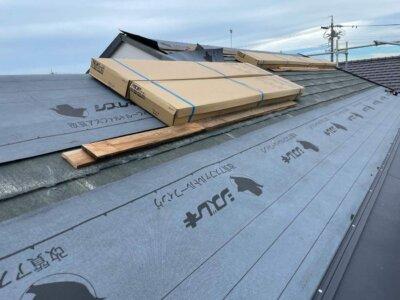 MFシルキー 屋根カバー工法 断熱 遮熱 ガルバリウム鋼板 硬質ウレタン 一体型 費用 外壁塗装の事なら浜松塗装専門店|加藤塗装 遮熱塗料が塗布されている 防水シート