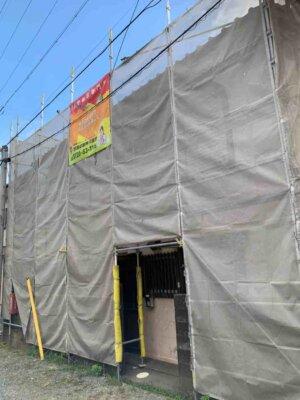 足場架設 狭所 隣家との距離が近い 建てられる 狭い 塀がある 外壁塗装の事なら浜松塗装専門店|加藤塗装 台風接近中 塀 和風住宅 築年数30 工期長い 梅雨時期 工事が延びる