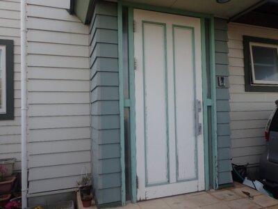 玄関1 部分塗装 片面塗装 木製ドア 塗膜剥離 傷 汚い 劣化 症例 外壁塗装の事なら浜松塗装専門店|加藤塗装