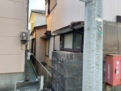 足場架設 狭所 隣家との距離が近い 建てられる 狭い 塀がある 外壁塗装の事なら浜松塗装専門店|加藤塗装 台風接近中 塀 和風住宅 築年数30