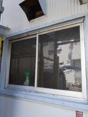 窓格子 取付 取り外し 木製 防犯 雨戸の代わり 目隠し 外壁塗装の事なら浜松塗装専門店|加藤塗装 台風 飛来物 危険性 腐蝕 電動のこぎり 切断カッター サンダー 錆止め塗料 部分塗装できる 塗装ブログ