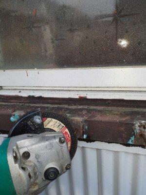 窓格子 取付 取り外し 木製 防犯 雨戸の代わり 目隠し 外壁塗装の事なら浜松塗装専門店|加藤塗装 台風 飛来物 危険性 腐蝕 電動のこぎり 切断カッター サンダー