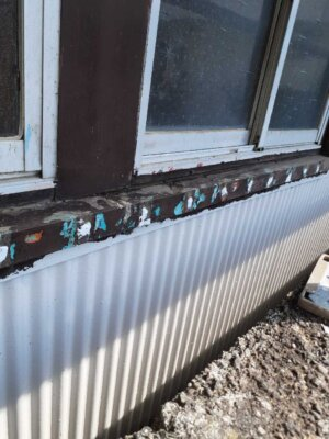 窓格子 取付 取り外し 木製 防犯 雨戸の代わり 目隠し 外壁塗装の事なら浜松塗装専門店|加藤塗装 台風 飛来物 危険性 腐蝕 電動のこぎり 切断カッター サンダー 錆止め塗料